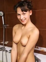 Teen fingers herself in bath